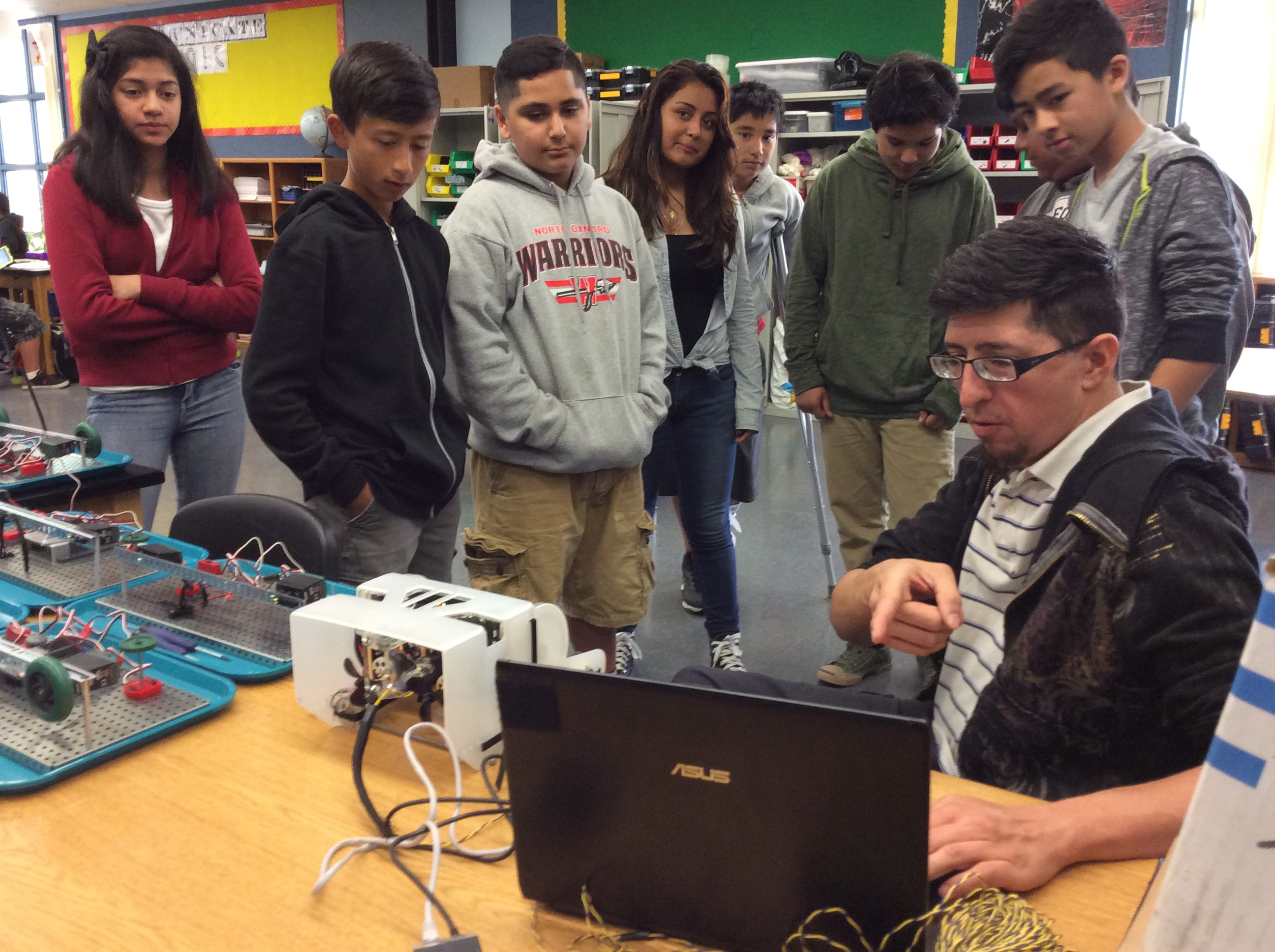 Paul spoke to the VEX robotics students about using ROVs for environmental research.